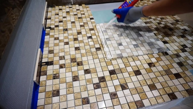 Делаем столешницу из мозаики для кухни своими руками: плюсы и минусы