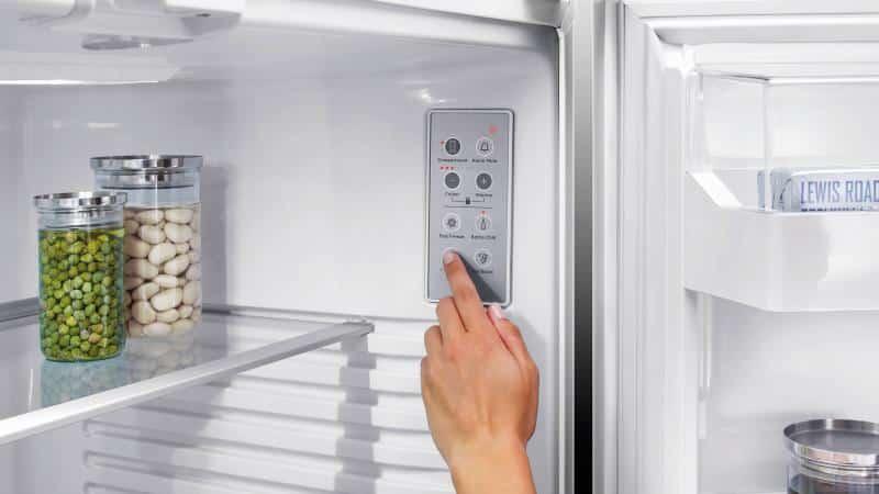 Почему морозильник работает, а холодильник не холодит