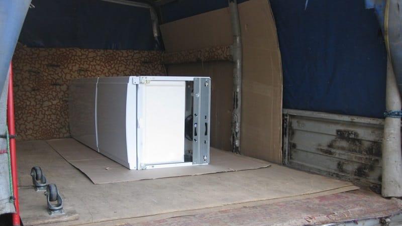 Холодильник после транспортировки — почему нельзя включать сразу
