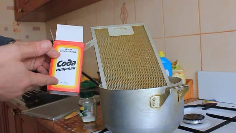 Как очистить вытяжку на кухне от жира в домашних условиях