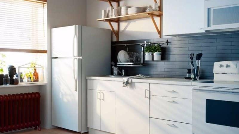 Как расположить холодильник на кухне