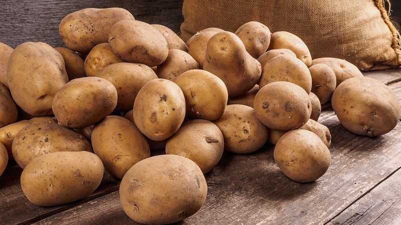 Как нужно хранить сырой очищенный картофель