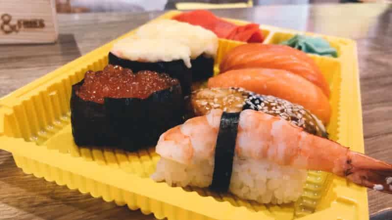 Хранение суши и роллов дома в холодильнике