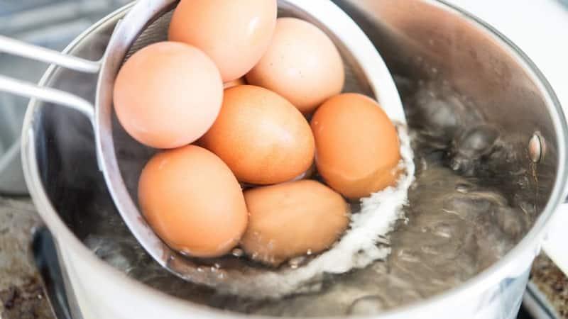 Хранение вареных яиц в скорлупе в холодильной камере