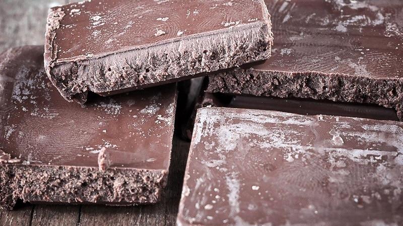 Как хранить шоколадные конфеты — условия и сроки