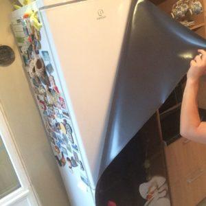 Как наклеить на холодильник пленку, как создать красивый декор