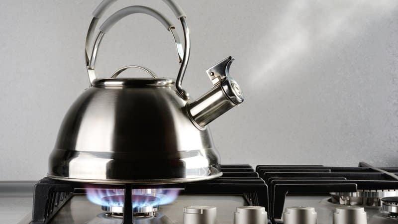 Очищаем чайник от накипи уксусом