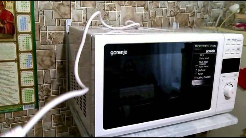Как правильно повесить микроволновую печь на кронштейн