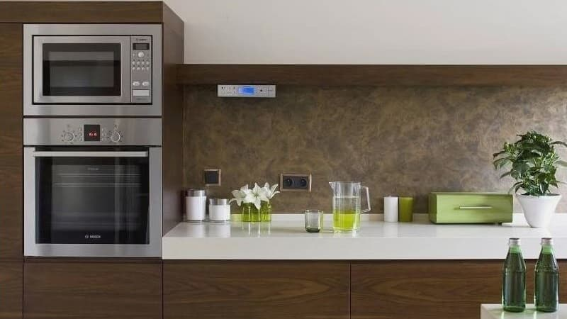 Куда лучше поставить микроволновую печь на кухне - варианты размещения