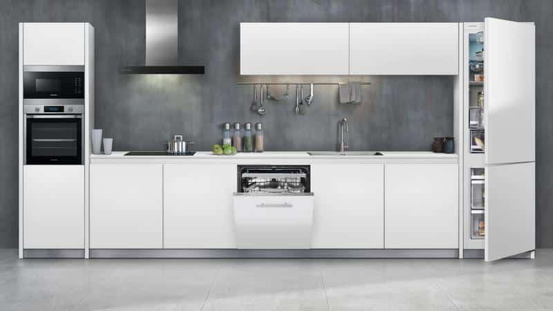 Кухонные шкафы со встраиваемой бытовой техникой