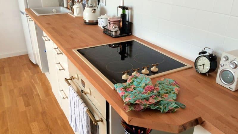 Все о столешницах из массива натурального дерева для кухни