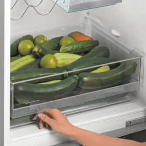 Почему в холодильнике быстро скапливается вода и не стекает в отверстие на задней стенке