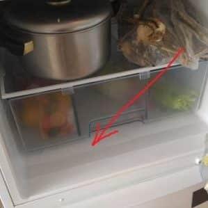 Почему в холодильнике накапливается вода под ящиком для овощей