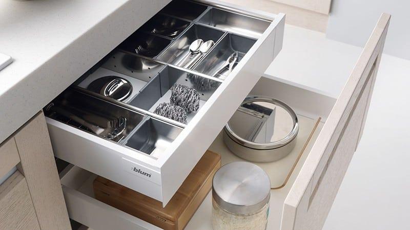 Выбор фурнитуры для кухонных шкафов