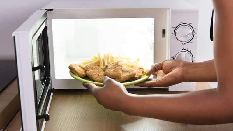 Почему микроволновая печь плохо греет продукты