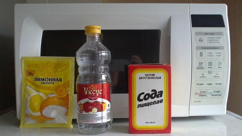 Чистка микроволновой печи при помощи уксуса и соды