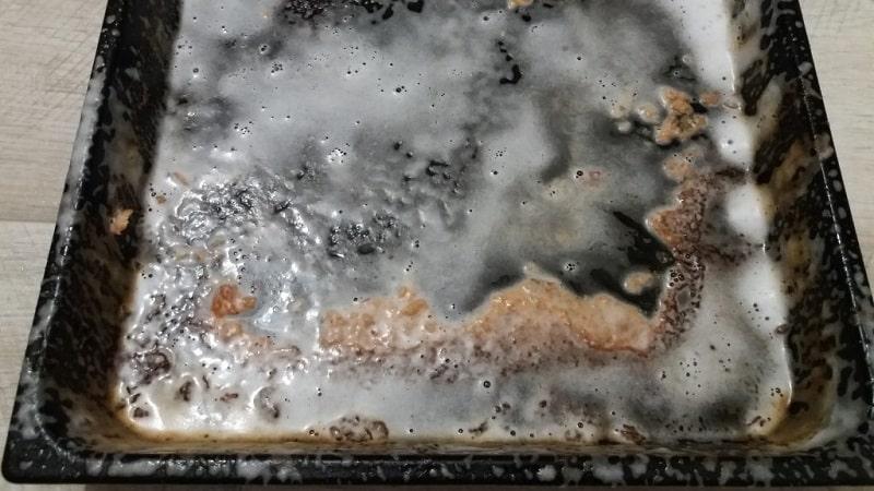 Способы очистки противней от нагара и жира