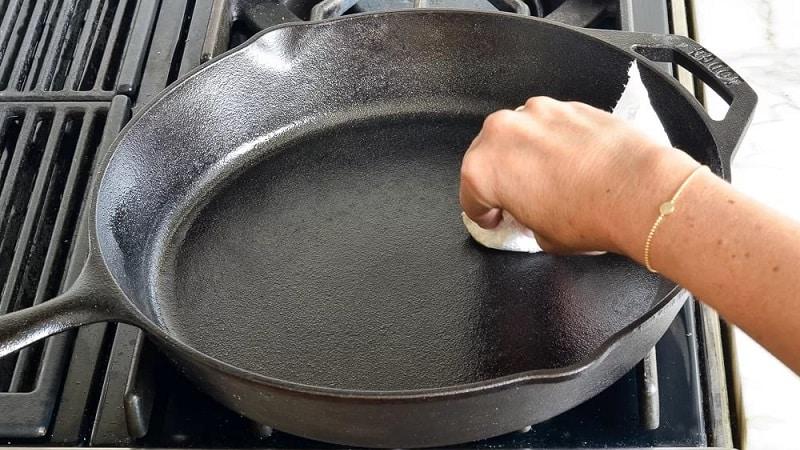 Как почистить сковородки от застарелой гари
