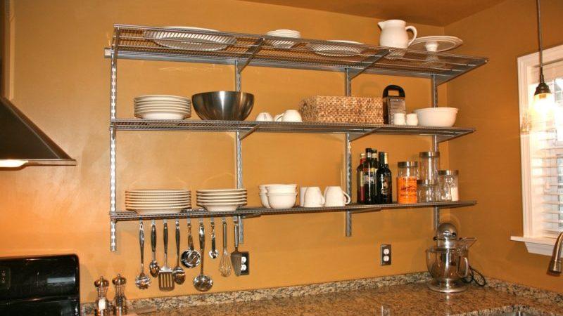 Металлические подвесные полочки для кухни: как выбрать и сделать