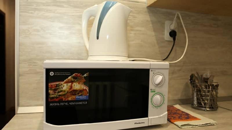 Можно ли поставить чайник на микроволновую печь