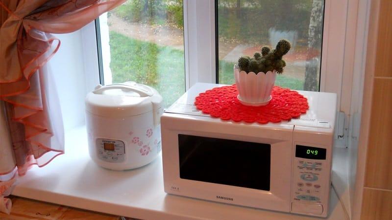 Можно ли поставить микроволновую печь на подоконник