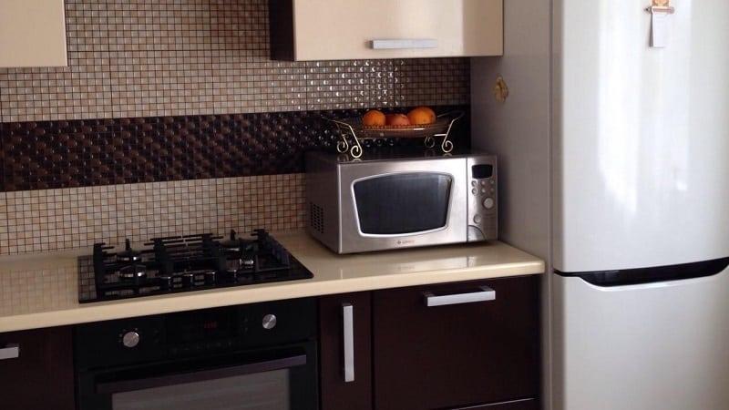 Можно ли поставить микроволновую печь рядом с холодильником