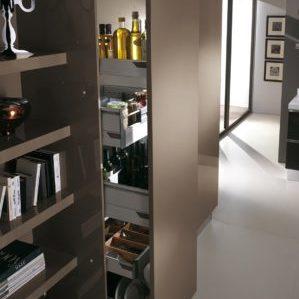 Узкий шкаф-пенал на кухню: преимущества и недостатки