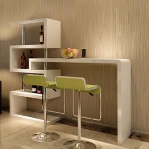 О столе и барной стойке: как совместить в кухонном гарнитуре