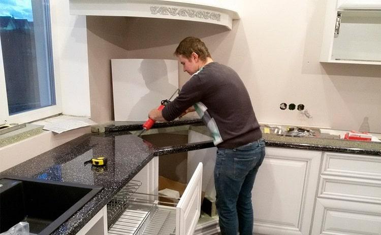 Как прикрепить столешницу на кухне своими руками