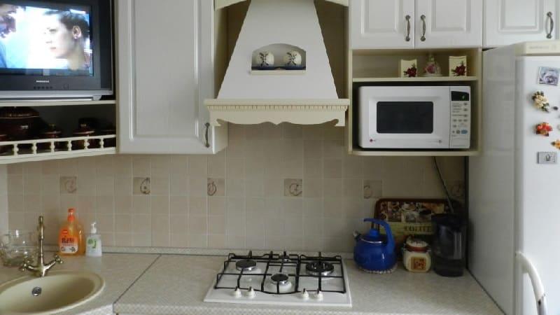 Можно ли повесить микроволновую печь над плитой
