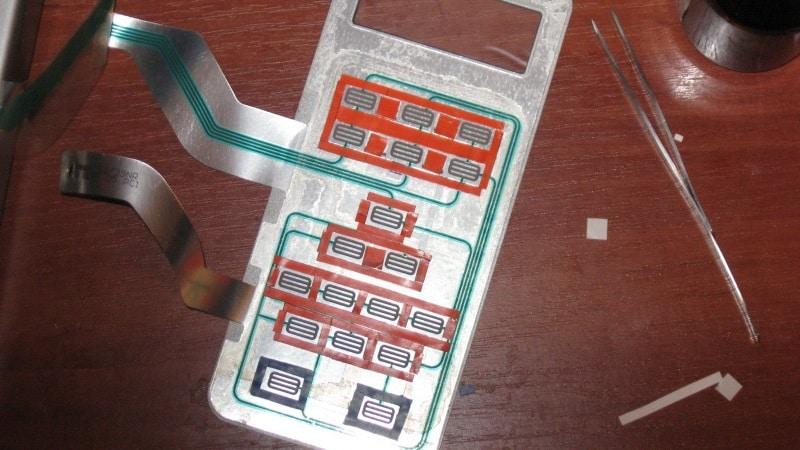 На микроволновой печи не нажимаются сенсорные кнопки