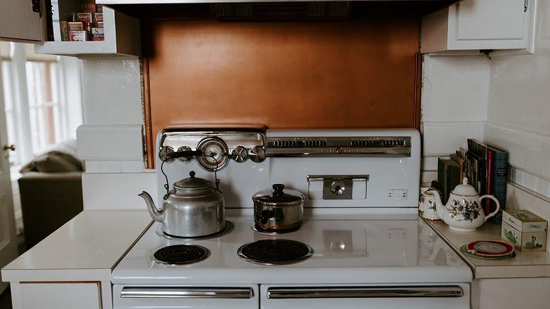 Расположение газовой плиты на кухне — на каком расстоянии от стены
