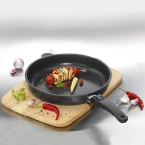 Использование сковороды для готовки в духовке — можно ли?