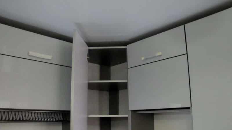 Угловой навесной верхний шкаф для кухни - особенности
