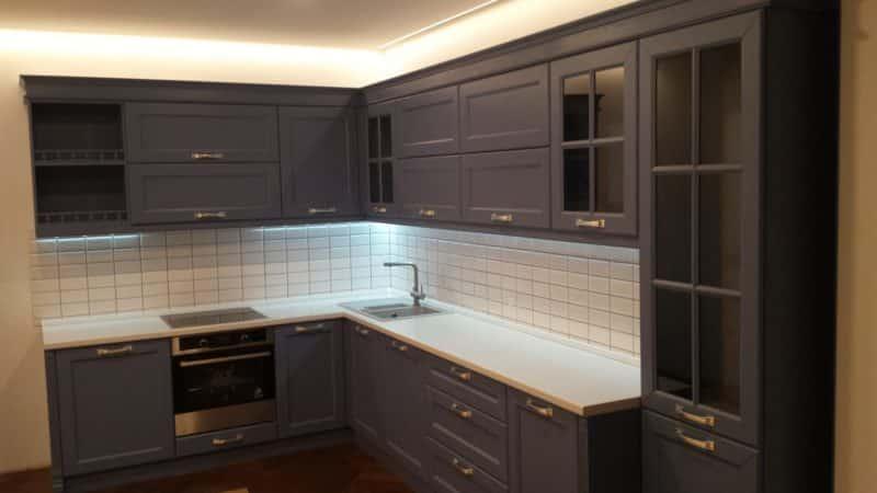 Особенности шпонированных фасадов для кухни
