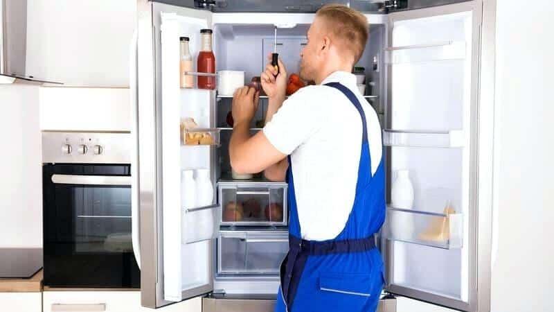 Как установить встроенный холодильник правильно