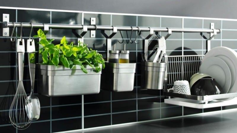 О навесных и угловых полках и крючках на рейлинги для кухни