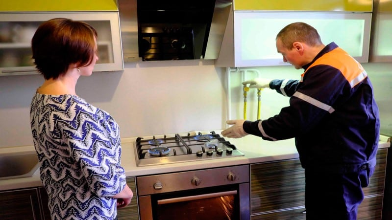 Как передвинуть газовую плиту на кухне