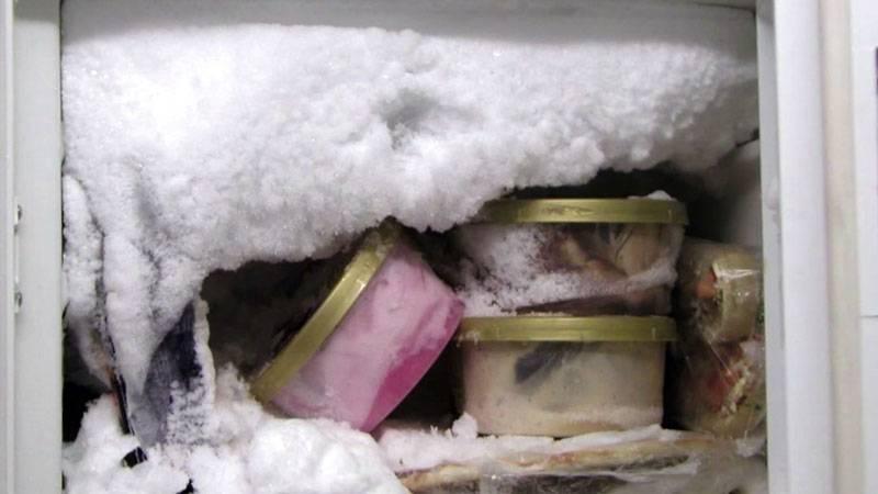 Почему холодильник греется по бокам