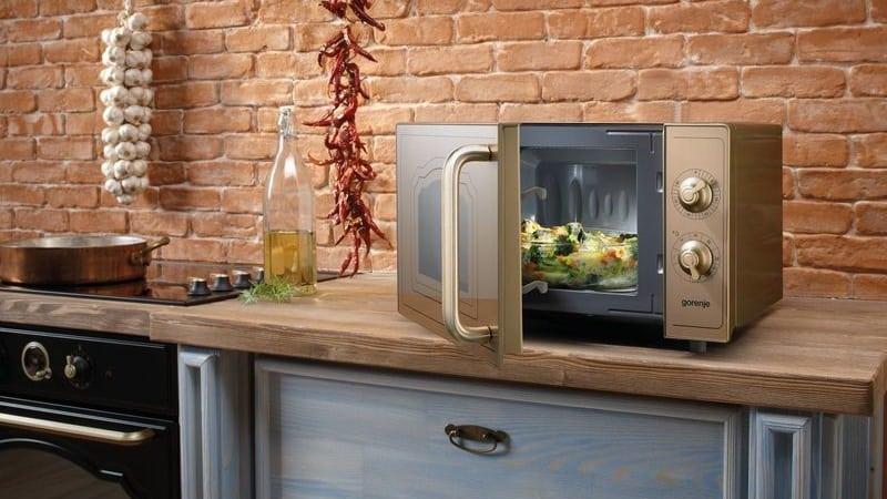 Почему микроволновая печь включается сама по себе